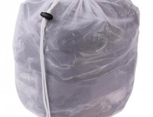 Mesh laundry bag with drawstring